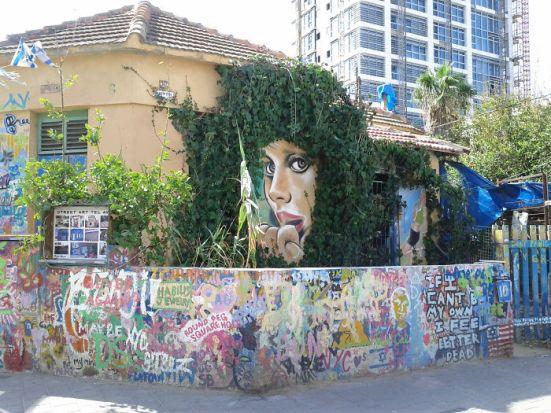 gambar lukisan dinding yang lucu dan interaktif